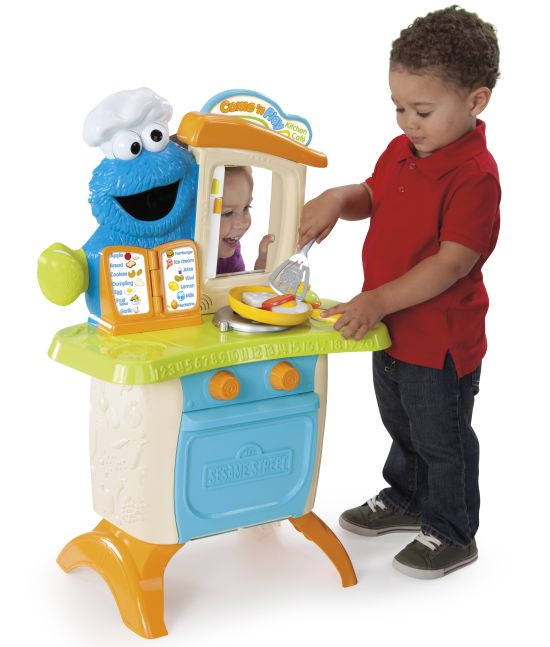 Sesame Street Come 'n Play Cookie Monster Kitchen Cafe lifestyle